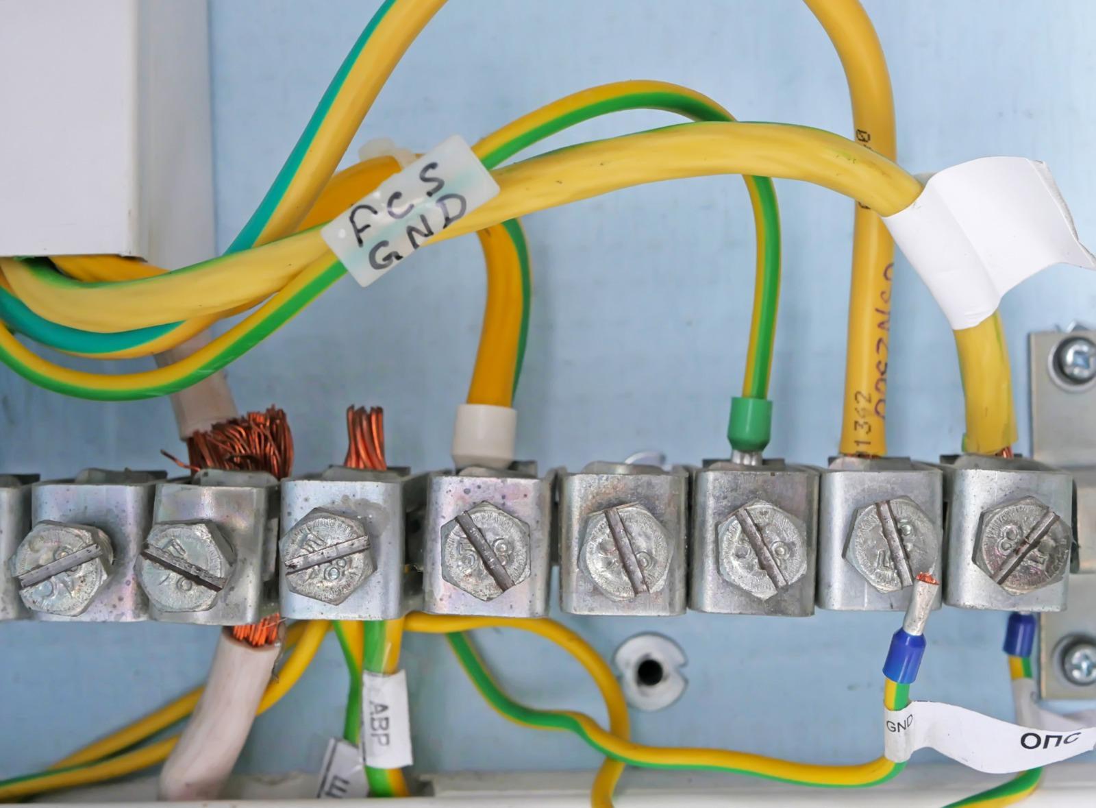 Düzenli topraklama ölçümleri iyi bir bakım prosesi için oldukça önemlidir.